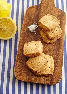 五島灘の塩を加えたワンボウルで作る、レモンの香りがよい風味豊かなクッキーです。