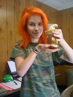 Hayley Williams ~so pretty even w/o makeup.(: