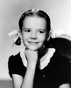 Little Natalie Wood, she was an adorable child actress. Brunette Actresses, Black Actresses, Young Actresses, Child Actresses, Female Actresses, Actors & Actresses, Hispanic Actresses, Hollywood Actresses, Tab Hunter