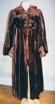 Coat of rust-colored velvet. 1917