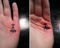 tatuaje de trampolín en la mano