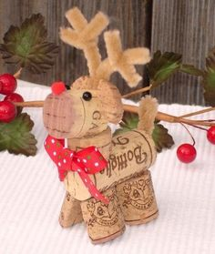 Best 15 Wine Cork Ideas For Home Decorations Ideas : Best Wine Cork Ideas For Home Decorations 23023 Christmas Wine, Christmas Crafts For Kids, Diy Christmas Ornaments, Holiday Crafts, Christmas Presents, Handmade Christmas Crafts, Reindeer Christmas, Homemade Christmas, Halloween Crafts