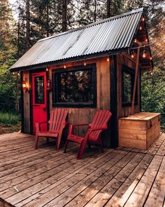 Tiny House - Micro Cabin The perfect micro cabin located in the woods of Mont Tremblant Quebec, Cana Mini Cabins, Cabins And Cottages, Small Cabins, Tiny House Cabin, Cabin Homes, Tiny House Living, Tiny Cabin Plans, Off Grid Tiny House, Tiny House From Shed