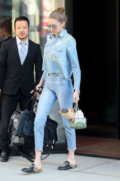 Skinny Jeans For Curvy Girls . Skinny Jeans For Curvy Girls Estilo Gigi Hadid, Gigi Hadid And Zayn, Gigi Hadid Outfits, Bella Gigi Hadid, Bella Hadid Style, Fashion Videos, 80s Fashion, Fashion Dresses, Korean Fashion