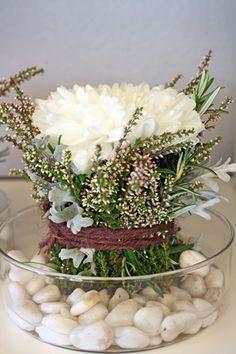 http://holmsundsblommor.blogspot.se/2010/10/ett-blomknyte.html Bordsdekoration
