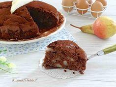 La torta pere e cioccolato che vi propongo oggi è una torta morbida e profumata con tante pere e cioccolato, perfetta per la colazione e per la merenda!