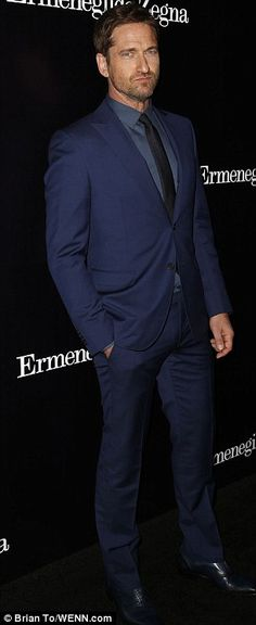 Rugged Gerard Butler set himself apart from grey suit wearers...by donning blue for the Ermenegildo Zegna Global Store event in Beverly Hills.  <3 the shoes dude!!!