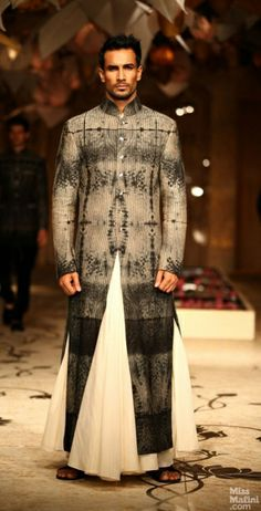 40 Top Indian Engagement Dresses for Men - Prom Dresses Design Engagement Dress For Groom, Engagement Dresses, Indian Men Fashion, Indian Bridal Fashion, Mens Fashion, African Fashion, Groom Dress, Men Dress, Groom Wear