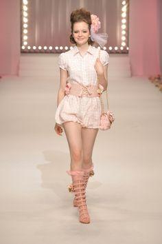 2011 S/S | LIZ LISA | Mercedes-Benz Fashion Week TOKYO Tokyo Fashion, Fashion Week, Runway Fashion, Style Lolita, Dress Outfits, Cute Outfits, High Fashion Looks, Liz Lisa, Kawaii