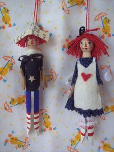Raggedy Ann and Andy Clothespin Dolls by Hoopdeeloo on Etsy (mgh: kitchen tree? Ornament Crafts, Diy Christmas Ornaments, Holiday Crafts, Xmas, Christmas Tree, Clothes Pin Ornaments, Clothespin Dolls, Clothespin Crafts, Raggedy Ann And Andy