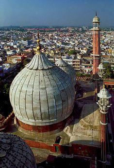 Bulbous, de minaret of Jama Masjid, Old Delhi's main mosque. Old Delhi, Delhi_ North India Jama Masjid Delhi, Places To Travel, Places To See, Wonderful Places, Beautiful Places, Delhi Tourism, Travel Around The World, Around The Worlds, Cities