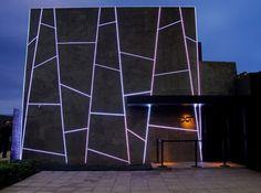 A fachada com iluminação em led. Foto: Kelly Knevels