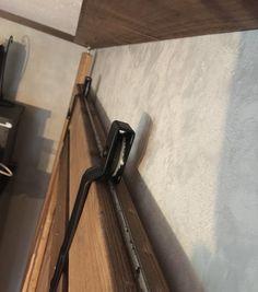 吊戸車でドアをインダストリアルな吊り扉にしてしまおう。この重圧感は主役級|LIMIA (リミア) Beetle, Diy And Crafts, Doors, House, Creativity, Furniture, June Bug, Beetles, Home