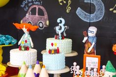 Festa Palavra Cantada | Macetes de Mãe Birthday Cake, Holiday Decor, Diy Home, Colorful, Kids Part, Play, Ideas, 1 Year, Birthday Cakes