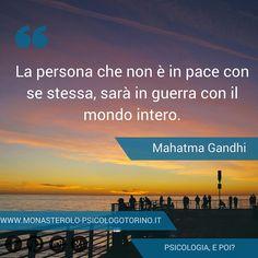 La persona che non è in pace con se stessa, sarà in guerra con il mondo intero. #MahatmaGandhi #Aforismi