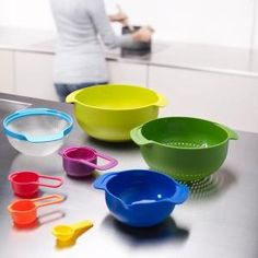 Joseph Joseph 40087 Nest 9 Nesting Bowls Set with Mixing Bowls Measuring Cups Sieve Colander, Multicolored Quirky Kitchen, Basic Kitchen, Grand Bol, Kitchenware, Tableware, Joseph Joseph, Kitchen Cupboards, Kitchen Dining, Kitchen Utensils