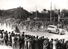 Carrera de Bicicletas en Atocha. Madrid, 1966 - Portal Fuenterrebollo