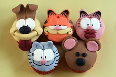 Adorable Garfield cupcakes ... don't think cat cares. He'd just eat 'em all except his own.