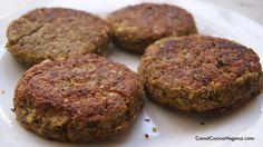 Unas deliciosas hamburguesas veganas Ingredientes (para unas 8 hamburguesas): unos 250 gr de lentejas crudas 1 cebolla mediana 2 dientes de ajo grande...