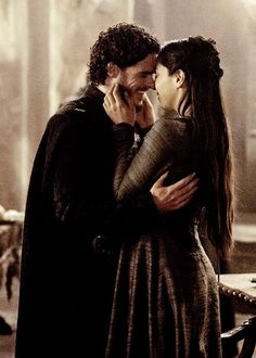 Game of Thrones: Robb Stark and Talisa Maegyr. Richard Madden and Oona Chaplin Richard Madden, Robert Madden, Arte Game Of Thrones, Game Of Thrones Fans, Movies And Series, Best Series, Time Series, George Rr Martin, Winter Is Here