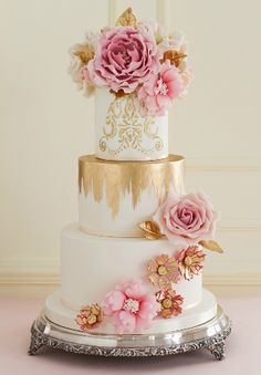 White, pink and gold cake Elegant Wedding Cakes, Beautiful Wedding Cakes, Gorgeous Cakes, Wedding Cake Designs, Pretty Cakes, Amazing Cakes, Elegant Cakes, Cupcake Cakes, Cupcakes