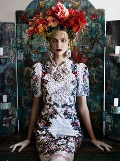 "In Dolce? Shot by Mario Testino? huffpoststyle: "" Loving this look! dolcegabbana: "" Karlie Kloss in Dolce&Gabbana for Vogue UK, shot by Mario Testino "" "" Mario Testino, Foto Fashion, Fashion Art, High Fashion, Floral Fashion, Vogue Fashion, Baroque Fashion, Style Fashion, Fashion Shoot"