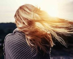 Everyone has a different hair color preference, but certainly the most sought-after color is the one and only: blonde. While going blonde might seem like the ideal hair color to choose for your nex… Cheveux Ternes, Pelo Natural, Natural Hair, Hair Care Tips, Hair Oil, Long Hairstyles, Wedding Hairstyles, Hair Looks, Hair Growth