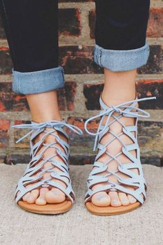 70+ Trendy Sandals That Are Make you Look Stylish While Staying Comfortable