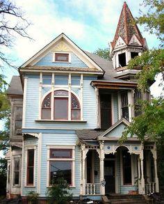 househuntin: $55,000 4-bed 2-bath 1894 Queen Anne Victorian home in Texarkana, Arkansas