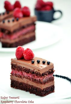 Chocolate cake and raspberries Sweets Recipes, Cupcake Recipes, Just Desserts, Delicious Desserts, Romanian Desserts, Romanian Recipes, Romanian Food, Homemade Sweets, Layered Desserts