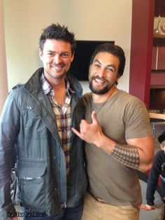 Karl Urban with Jason Momoa - Wow, Jason is 'small' next to Karl.
