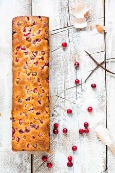 Mmm, cranberries! Deze heerlijke cranberrycake is perféct als kerstdessert, maar ook lekker bij de kerstkoffie. Bekijk het kerstrecept...