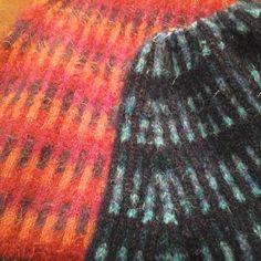 #byitu #neuloosi #Marko #poncho #ponchos #handmadeinfinland siinä puna-oranssi n. 7 vuotta vanha ja lajinsa #ensimmäinen ja sini-vihreä-turkosi #kesken #keskeneräinen #luovimo ssa tulossa. .. Olikos se nyt sit #12. #avainlippu #sinivalkoinenjalanjälki #sinivalkoinenkädenjälki #teddy