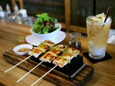 di @ArangSateBar #Food: Butterfish Miso Dashi #Delicious: 4.5/5 #Foodcious: sate yang satu ini benar-benar enak banget rasanya. Citarasa yang dihasilkan oleh Japanese style menu ini memberikan sensasi yang intens didalam mulut tasteful & rich namun tetap balance dan memanjakan lidah kami.  Pemakaian scallion tobiko & kaffir lime membuat rasanya semakin segar. Rp 88k  #Beverage: Coco Gingin Bergamotte Tea #Delicious: 4/5 #Foodcious: Frosted teas yang disajikan dengan 2 scoops fresh sorbet…