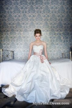 Description: Strapless empire wedding dress with sweetheart neckline, empire silhouette, pink waistband. Simple empire wedding gown of 2013. (Note: Only dress included in original sell, veil, necklace and other accessories not included) Fabric: Satin Embellishment: Sash Silhouette: Empire Sleeves: Sleevel…