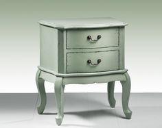 Mesita de madera de abedul lacada en verde para dar un toque de color a tu decoración.