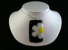 Fused glass daisy pendant by gillyBglass on Etsy, $25.00
