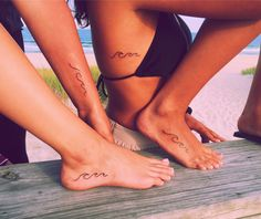 42 Coolest Matching BFF Tattoos That Prove Your Friendship Is Forever Bff Tattoos, Little Tattoos, Mini Tattoos, Body Art Tattoos, Tatoos, Beach Tattoos, 3 Friend Tattoos, Beach Inspired Tattoos, Beach Theme Tattoos