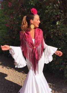 Así son los trajes de flamenca de las influencers en la Feria de Abril de Sevilla 2019 - Bulevar Sur Fishtail, Gypsy, Womens Fashion, Fashion Trends, Cover Up, Costumes, Boho, Halloween, Lady