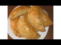 Nigerian Meat Pie: This meat pie recipe is not just for Nigerians. People from all over the world love this meat pie, not just for the taste but for the perf. Nigerian Meat Pie, All Nigerian Recipes, Nigerian Food, African Recipes, Meatloaf Recipes, Meat Recipes, Cooking Recipes, Meat Loaf Recipe Easy, Roll Recipe
