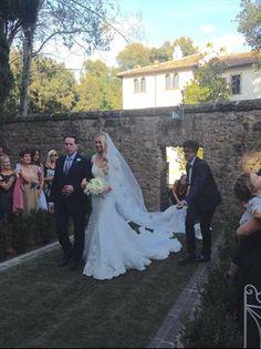 Martina Stella a nozze con Andrea Manfredonia: all'altare con papà (foto e video esclusivi) - VanityFair.it