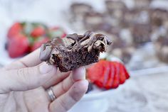 Mini Chocolate Meringue Cupcakes - turns into crisp meringue on top, fudgy chocolate on the bottom