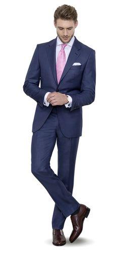 Stahlblauer Anzug nach Maß garantiert smarten Auftritt