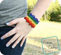 Janice Bracelet 2019 This fun and fast crochet bracelet more of a cuff bracelet really is the companion piece to the Janice Headband. The post Janice Bracelet 2019 appeared first on Crochet ideas. Fast Crochet, All Free Crochet, Easy Crochet Patterns, Crochet Ideas, Crochet Tutorials, Scrap Yarn Crochet, Thread Crochet, Crochet Gifts, Crochet Headbands