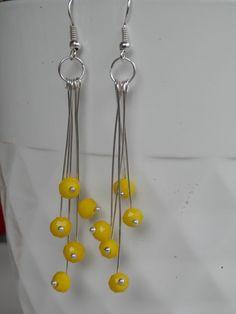 Boucles d'oreilles feux d'artifice, grandes tiges argentées et ses perles à facettes jaunes : Boucles d'oreille par motus-et-bouche-cousue