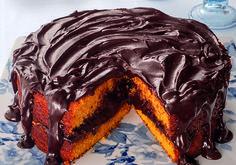 Bolo fofinho de cenoura e chocolate