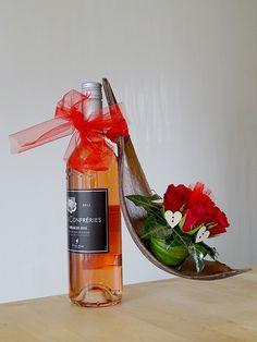 Moederdag cadeau. Rosé met rode rozen. Verkrijgbaar bij Mitra Grou