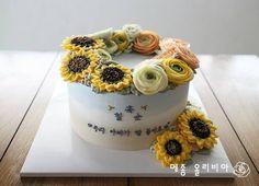플라워케이크 by 메종 올리비아 아버지의 칠순케익으로 평소 좋아하시는 꽃 해바라기를 올려달라부탁하셨어...