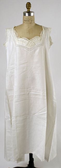 Chemise Date: 1880s Culture: probably American Medium: linen Dimensions: Length at CB: 43 in. (109.2 cm) Credit Line: Gift of Millia Davenport, 1962 Accession Number: C.I.X.62.5.4