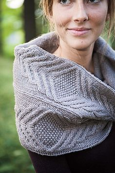 Ravelry: Gaufrer Cowl pattern by Elspeth LaForet